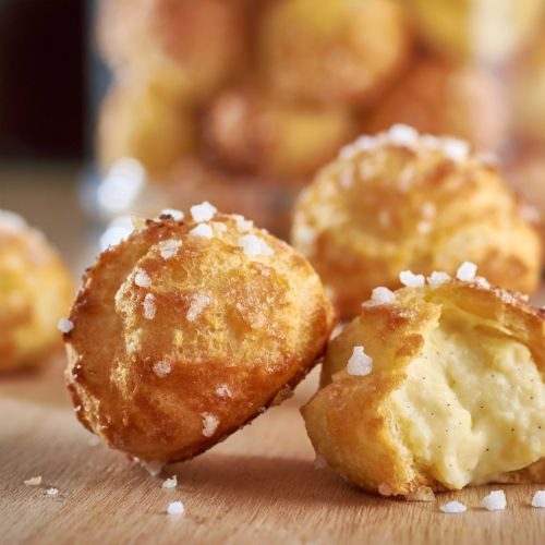 Découvrez la recette du chef Philippe Conticini du restaurant : Chouquettes, crème fondante à la vanille
