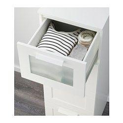IKEA - BRIMNES, Kommode mit 4 Schubladen, schwarz/Frostglas, , Das Zuhause soll ein sicherer Ort für die ganze Familie sein. Deshalb ist ein Beschlag beigepackt, mit dem die Kommode an der Wand befestigt werden kann.Mit einer höheren Kommode bringt man mehr Dinge auf kleinem Raum unter.Leichtgängige Schubladen mit Ausziehsperre.