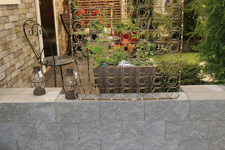 Antikko-muuri, profiloitu musta www.rudus.fi/pihakivet