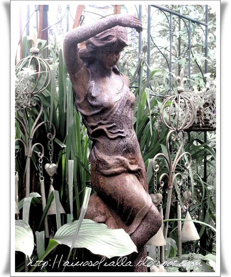 garden statueGardens Ideas, Antiques Gardens, Gardens Ll, Gardens Spaces, Gardens Goodies, Dark Gardens, Gardens Design, Gardens Room, Dreams Gardens