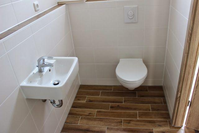 Im Haus ist wieder einiges passiert. Badewanne, Dusche und WCs sind installiert und eingefliest. Gerade im relativ kleinen Gäste-WC waren wi...