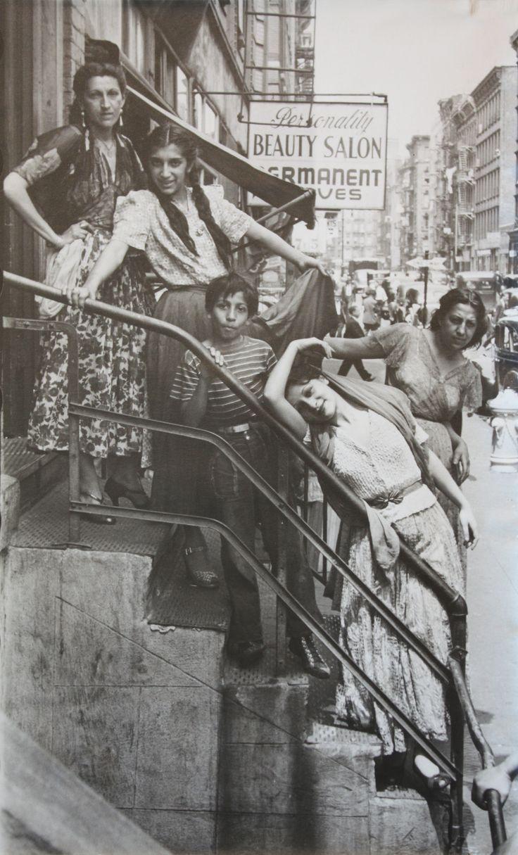 Helen Levitt. Gypsies, New York , 1940