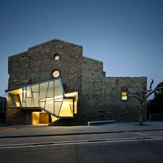 Dans la petite ville catalane de Santpedor, l'architecte David Closes a transformé le couvent de Sant Francesc en centre culturel.