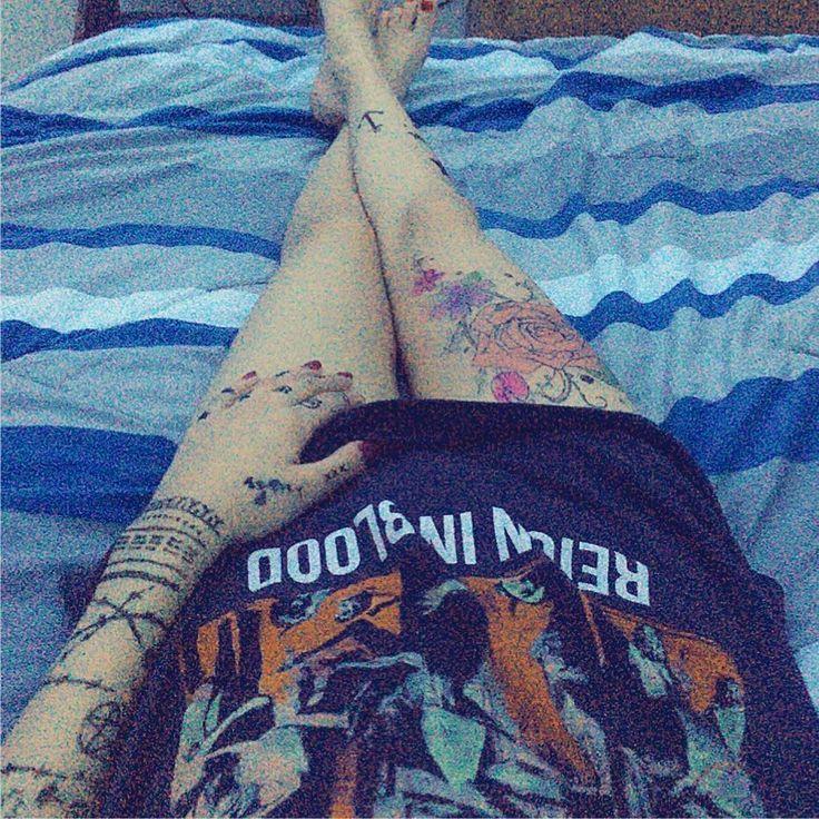 Tattoo goals lol  x x x x #henna #tattoo #hennatattoo #tattoogoals #roses #barbedwire #inuittattoo #slayer #reigninblood #graphictee #fingertattoo #satanic #tattoo
