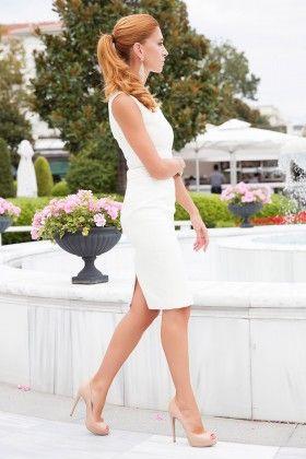 Fidan Şimşek // Gardırop Gurusu Kayık Yaka Krep Kalem Ekru Elbise: Lidyana.com