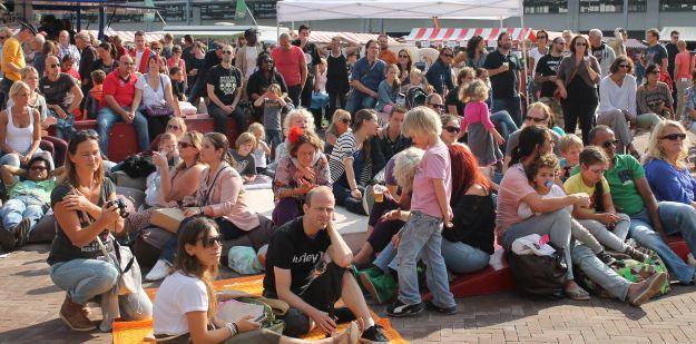 De FeelGood Market is een maandelijks terugkerend evenement: iedere 3e zondag van de maand, 12:00-18:00, Strijp-S, Eindhoven Wanneer: 19 oktober 2014 16 november 2014 21 december 2014 januari 2015 – geen FeelGood Market 15 februari 2015 15 maart 2015 – festival editie! 19 april 2015 17 mei 2015 …enzovoort iedere 3e zondag van de maand!