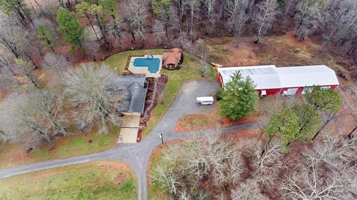 Horse Property for Sale in Lincoln County , Tennessee. The 31 acre farm is located in a private off road country setting with lots of room for your horses or livestock. It includes a 40x80 12-stall horse barn, 12x90 lean to, 40x80 riding arena or equipment barn and 4 high tensile fenced fields with water spickets. Other exterior features include a chicken house with fencing, rock fence in the back yard, a gazebo and fruit trees.