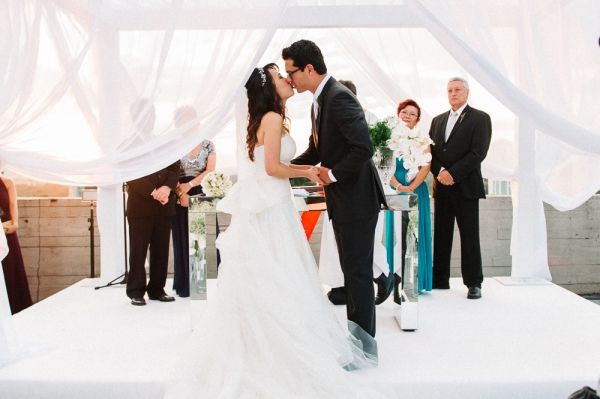 Os noivos: Ana Carolina Han e Lorenzo Mendoza descobriram que a amizade havia se transformado em amor. Certo que Ana era a mulher da sua vida, Lorenzo fez o pedido após dois anos de namoro.