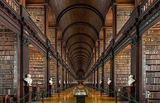 La Long Room del Trinity College de Dublín es la sala principal de la Biblioteca Antigua.