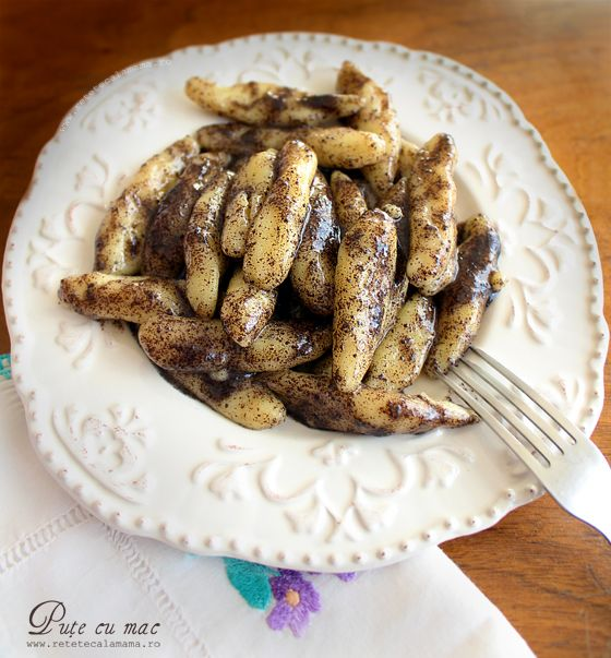 Pute cu mac (sau cu nuca, sau cu pesmet), un #desert #romanesc gustos si cu haz.