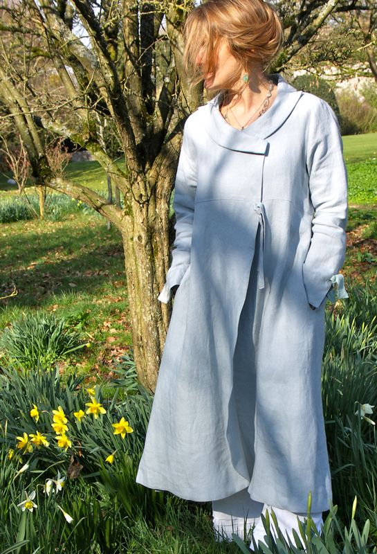 The Bow coat is a very popular wedding outfit and can be ordered in many different colours.