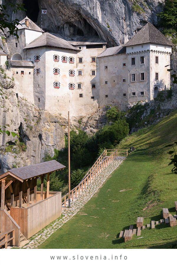 #slowenien Slowenien urlaub. Höhlenburg Predjama: Die 123 m hoch in die Felswan… – Feel Slovenia