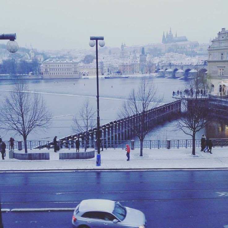 A very special view to wake up to, only at #pachtuvpalace.  #luxury #charlesbridge #praguecastle