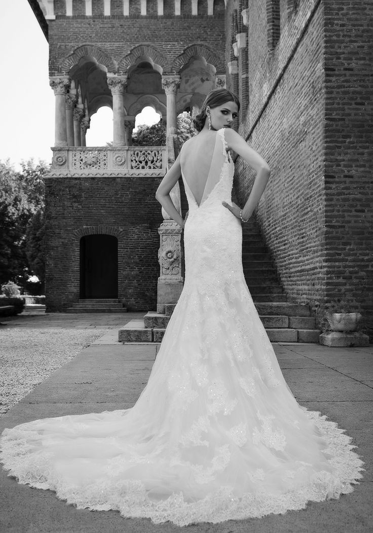 A sparkling glow on the big day, this 2016 mermaid wedding dress combines classic glam with a modern twist for an unapologetically romantic look. See more of Addicted to Stars at our website www.biensavvy.eu or book an appointment for a showroom fitting at office@biensavvy.eu