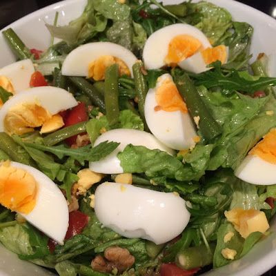 Sla met walnoten en ei. Verbeterd recept, nieuwe foto's