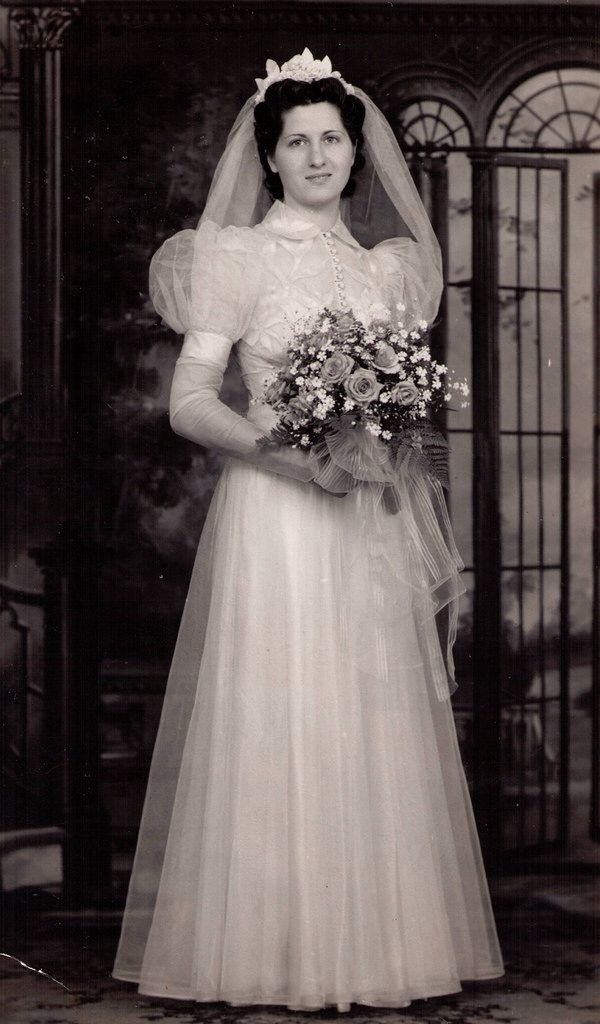 1941 Eda at Evie Pace's wedding