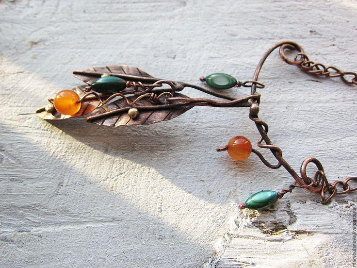 """Купить Медное ожерелье с сердоликом и перламутром """"Листья"""" - оранжевый, зеленый, коричневый, Ожерелье с камнями"""
