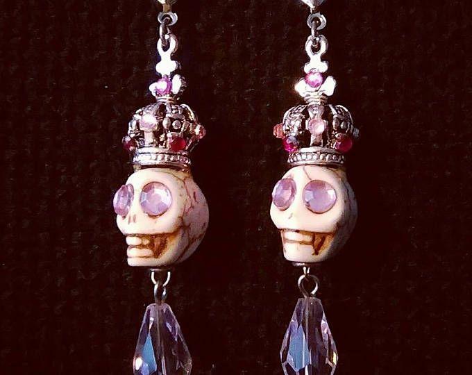 Cranio incoronato orecchini cristalli rosa gocce pastelgoth
