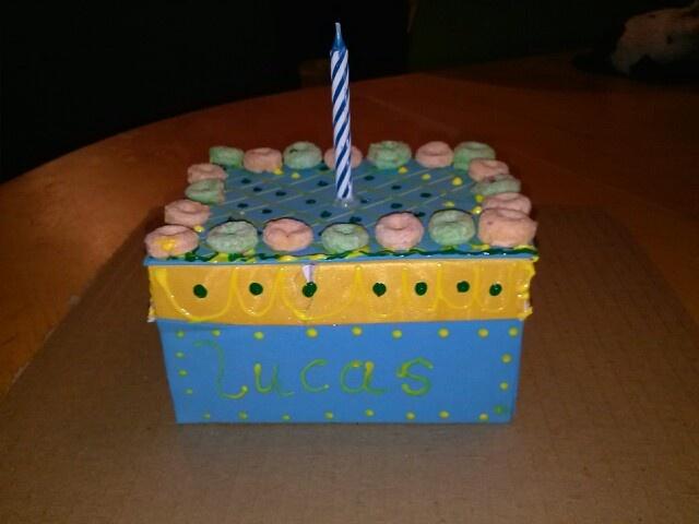 Jugando tortas de cajas de carton pintadas y decoradas con cereal muy original y divertida - Cajas carton decoradas ...