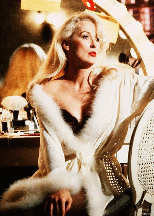 Meryl Streep in Death Becomes Her (1992 Dr office scene.... coat)