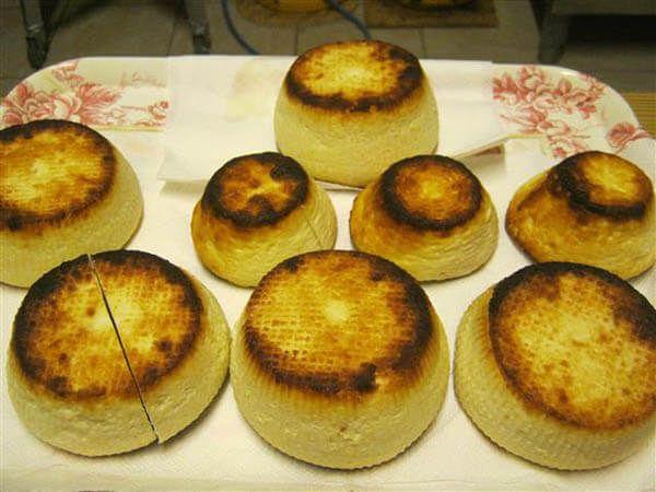 PlatFerma | Brânzeturi artizanale după rețete italienești: Asociația Curtea Culorilor | Ricotta la cuptor http://platferma.ro/branzeturi-artizanale-asociatia-curtea-culorilor/