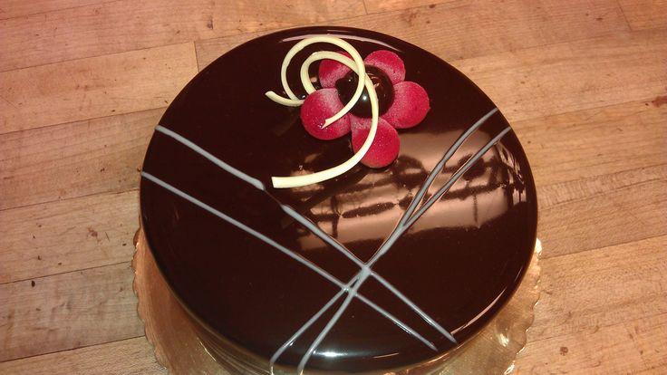 Chocolate Glaze Cake Decoration : Dark chocolate cake, hazelnut praline cremeux, mirror ...