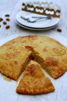 Galette des Rois à la crème d'amandes, une recette de galette toute simple et savoureuse à faire pour l'épiphanie.