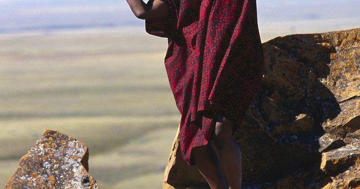 Rituais africanos para homens. Os rituais são cerimônias culturais ou religiosas que celebram ou comemoram acontecimentos específicos que tenham significado religioso e sejam vitais para a manutenção de uma comunidade muito unida, de acordo com o Exploring Africa. Os rituais africanos abrangem uma grande variedade de celebrações elaboradas que podem ser vibrantes e coloridas ou ...