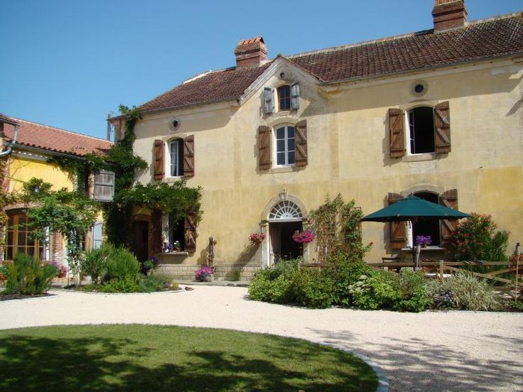 5 Bedroom Farmhouse in Madiran to rent from £1500 pw, with a private pool. Also with Log fire, Telephone, TV and DVD.