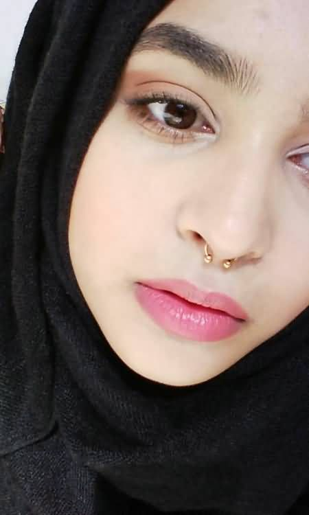 Septum Piercing With Gold Circular Barbell