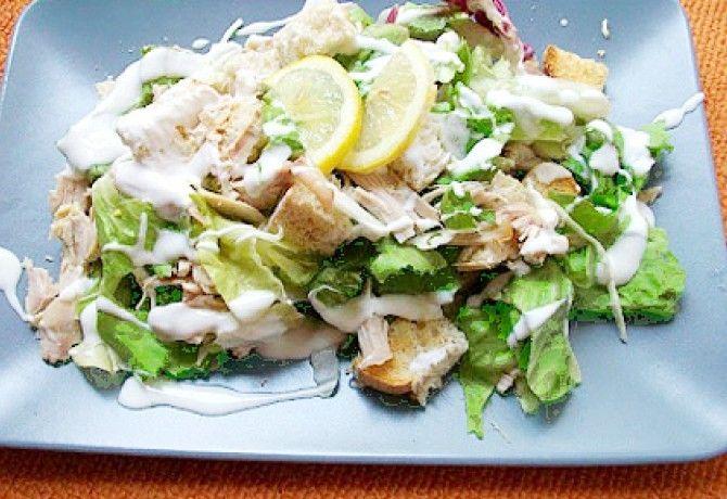 Joghurtos cézár saláta parmezánnal recept képpel. Hozzávalók és az elkészítés részletes leírása. A joghurtos cézár saláta parmezánnal elkészítési ideje: 20 perc
