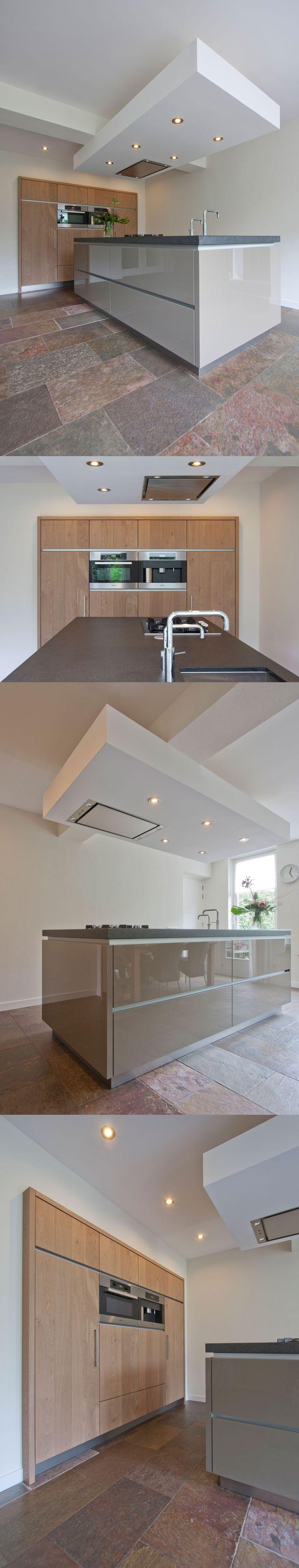 Corne de Keukenspecialist heeft het ontwerp 3D rendering en realisatie voor deze moderne stoere keuken gerealiseerd. Toegepast : Massief hout blank gelakt in combinatie met hoogglans kasmier lak - werkblad nero assoluto anciento - Miele apparatuur