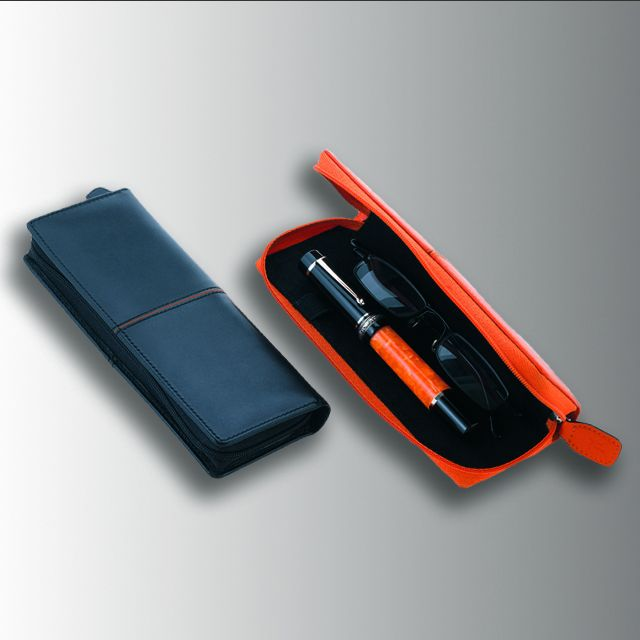 DOUBLE PEN & GLASSES CASE  Double pen and glasses case in calf leather. 6,5×17,5 cm