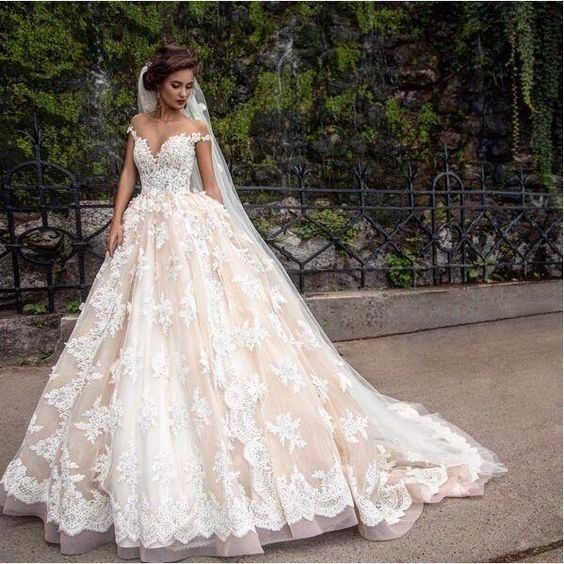 Robe de mariée coupe princesse en dentelle