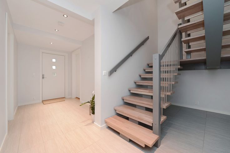 IEC-HUS Nora: Inngangsparti og trapp