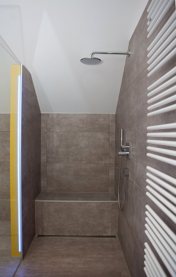 Eine integrierte Sitzbank verleiht jeder Dusche noch mehr Komfort