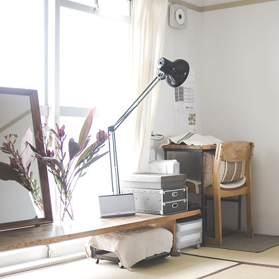 整理収納コンサルタントの本多さおりさんに教わる、片付け術の特集をお届けしています。[mokuji] 最終話の本日は、リビングの収納と本多さんが日々愛用している、暮らしのアイテムをご紹介します