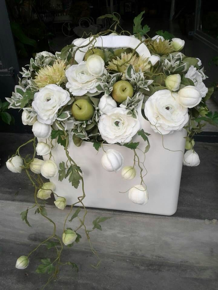 So elegant; lovely plant combination complementing the white container - lr