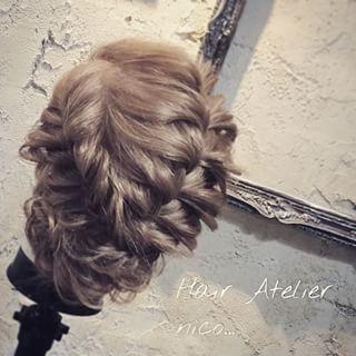 ミディアムアレンジ 中級編 フィシュボーン編み込みを二つ やり方も載せているので見て下さい^ ^ #hair#hairset#hairarrange#ヘアセット#ヘアアレンジ#結婚式ヘア#撮影#ヘアメイク#オシャレ#編み込み#ヘアアレンジ簡単#グラデーション#グラデーションカラー#モデル#ヘアスタイル#ヘアカラー#波巻き#くるりんぱ#ファッション#髪型#アレンジ#簡単ヘアセット#braid#編み込みやり方#アレンジやり方#アレンジ解説#ヘアアレンジ解説#簡単ヘアアレンジ