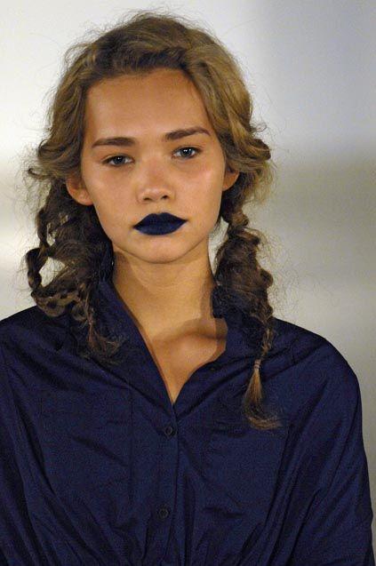 Make Up - Dark Lips & 90s Braids