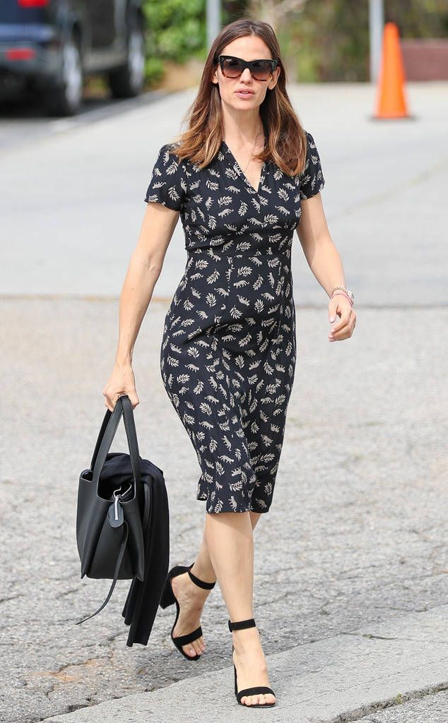 Jennifer Garner dons modern cat-eye sunnies while out abut about.