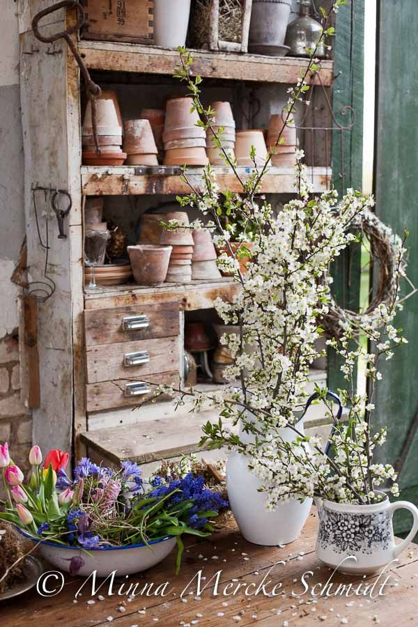 Venerdì flower | negozio di fiori | Casa confortevole: Garden Sheds, Pottingbench, Garden Ideas, Sunroom Ideas, Gardening Ideas, Potting Benches, Gardens, Garden Flowers Summer