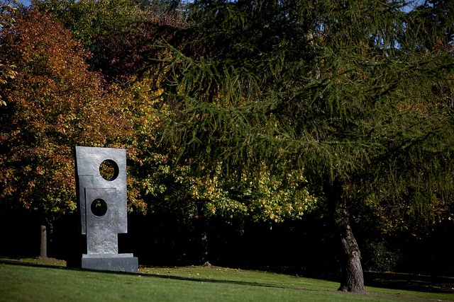 Barbara Hepworth, Squares with Two Circles, 1963. Photo Jonty Wilde by YSPsculpture, via Flickr