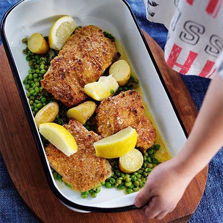 Fiskfriletter med gröna ärtor och kokt potatis