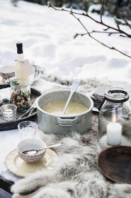 Winter Picnic looks so inviting #skicuisine #ski #heethuggers