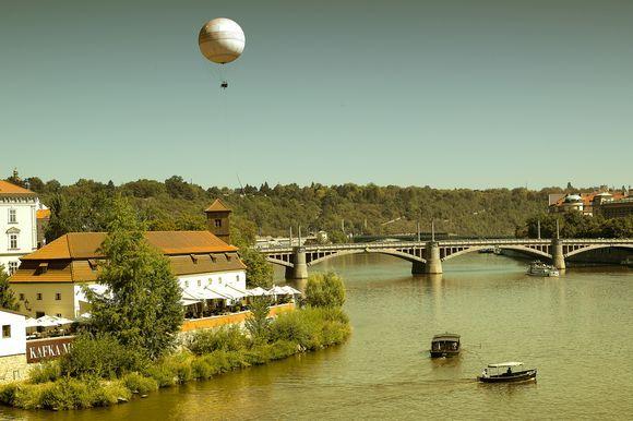 Kafka, boat, balloon