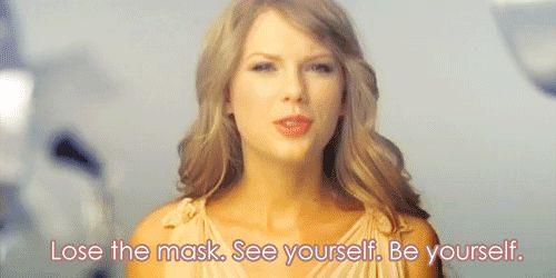 """20 fatos que comprovam: Taylor Swift é a amiga que todo mundo sonha em ter  """"Perca a máscara. Veja você mesma. Seja você mesma."""""""