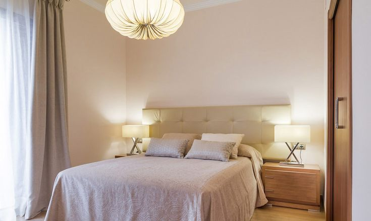 This article focuses on the bedroom ceiling lights. Lighting is important for decoration. Especially in the decoration of the bedroom is a great place. Bedrooms should be dim when needed. Lighting should be set for a romantic setting.