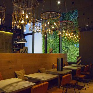 Restaurante Loria, en Roger de Lluria, 35,Barcelona. Abierto desde junio 2013, ofrece buenos platillos, tapas y gin tonic, en un ambiente cuidado y con encanto.