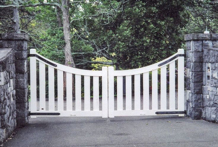 Seymour : Wooden Gates Fences driveway gates Wooden gate manufacturers Auckland New Zealand Waiuku